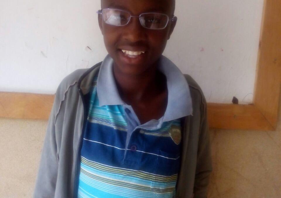Entrega de gafas en Kenya