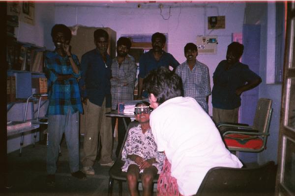 Optometrista graduando en campaña India