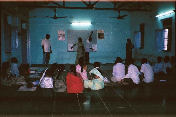Optometristas formando personas en India