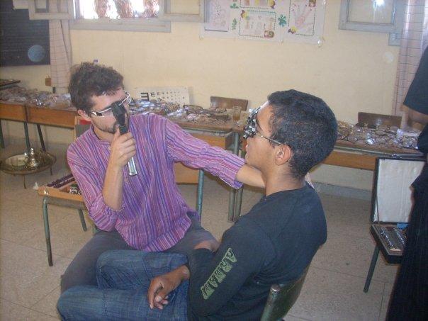 Retinoscopía en campaña Marruecos 2008 de Visio Sense Fronteres